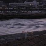 津波の遡上(2011年3月11日17:55頃、横浜市港北区綱島のTRネット事務局ベランダにて撮影)