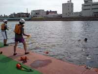 鶴見川での野外実習