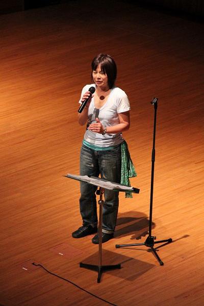 2011年9月、慶應義塾大学日吉キャンパスで開催された「第11回 川に学ぶ体験活動(RAC)全国大会 in 鶴見川流域」で講演する白井貴子さん。