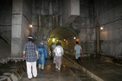 恩廻公園調節池の地下トンネルを見学